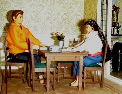 Poppenhuis eetkamer - Afneembaar huis ...